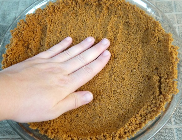 pressing a Biscoff pie crust